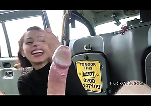 Petite amateur deep throats alongside thing taxi-cub