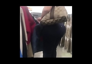 StreetCandids: Big Butt Latin chick Granny shopping wearing covetous jeans