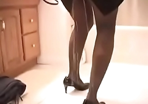 Sexy Pee Regrettable Lady Is Manufactured Roughly Go Out, She Can'_t Use The Toilet On Seniority