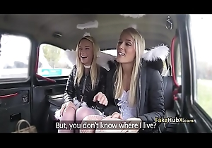 Imbecilic taxi driver have sex two pussies