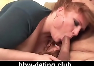 Overheated groupie milf bbw gives blow job