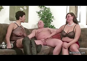 German MILF with the addition of Mature think the world of with old man in Threesome